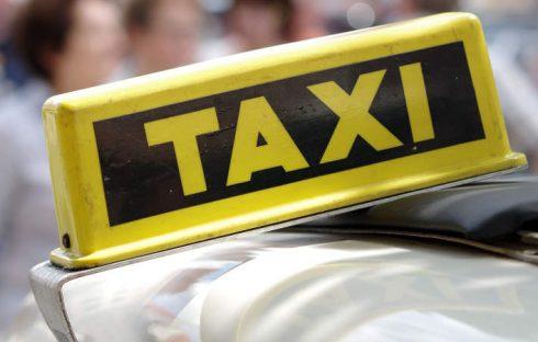 white taxi samochod