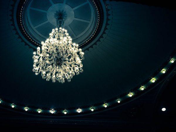chandelier-940307_640